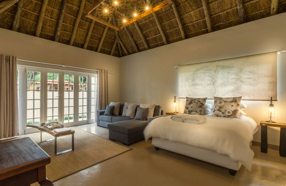 Pierneef's Kraal Country Lodge Pretoria - Interior view of room 4 - Double bed