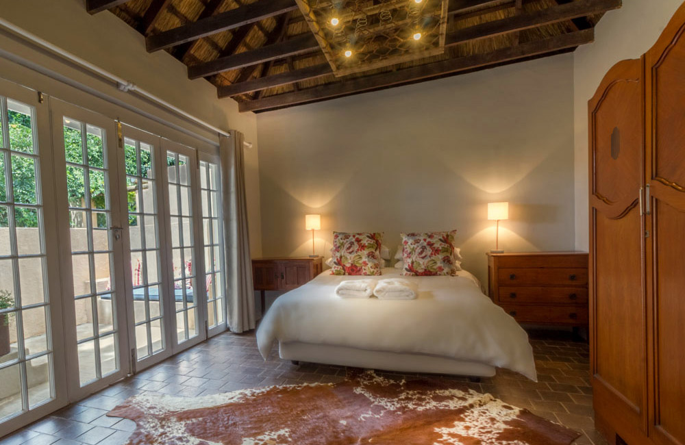 Pierneef's Kraal Country Lodge Pretoria - Interior view of room 3 - Double bed
